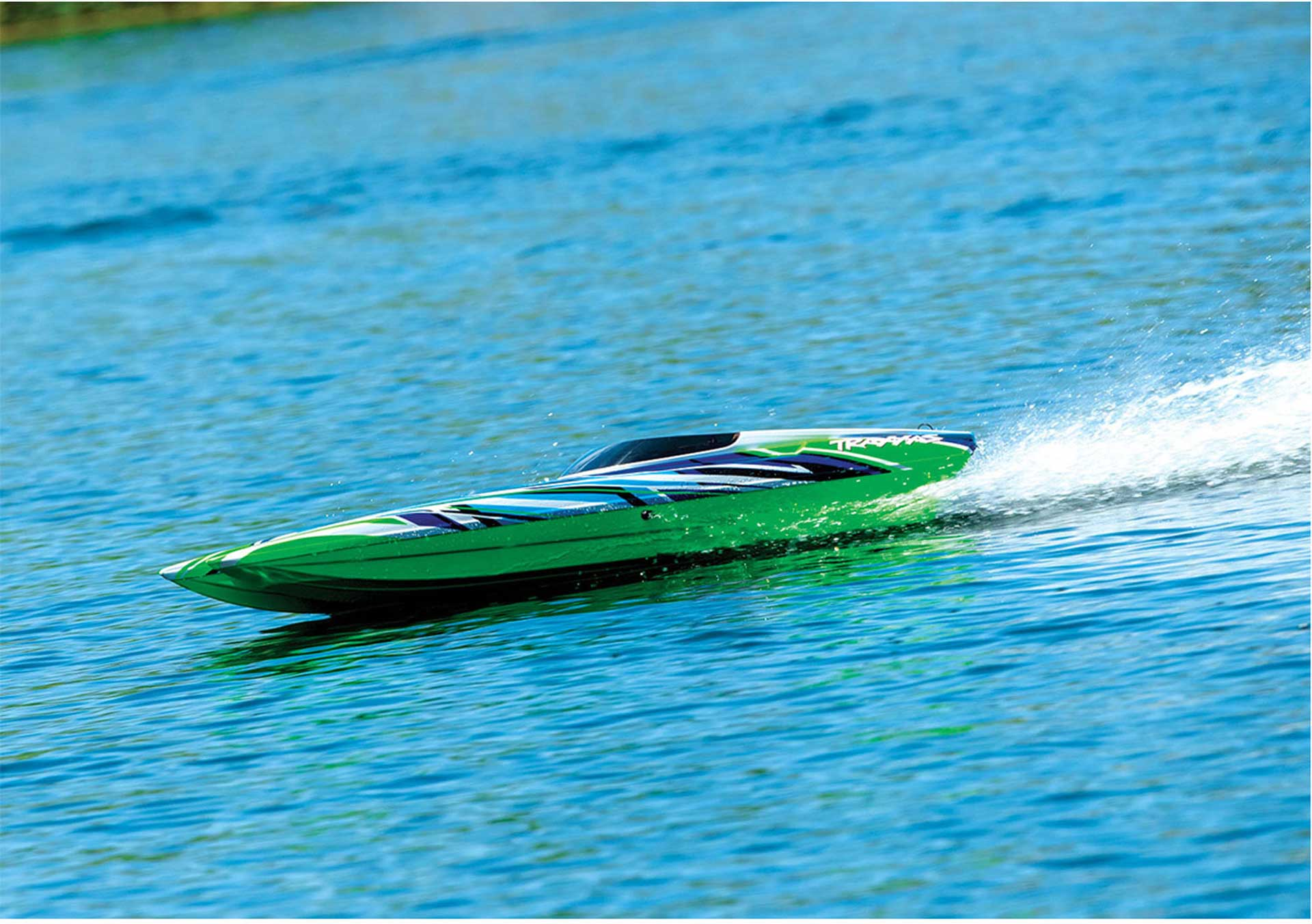 TRAXXAS DCB M41 Green-X 40 inch brushless Cata- maran race boat without batt./loader