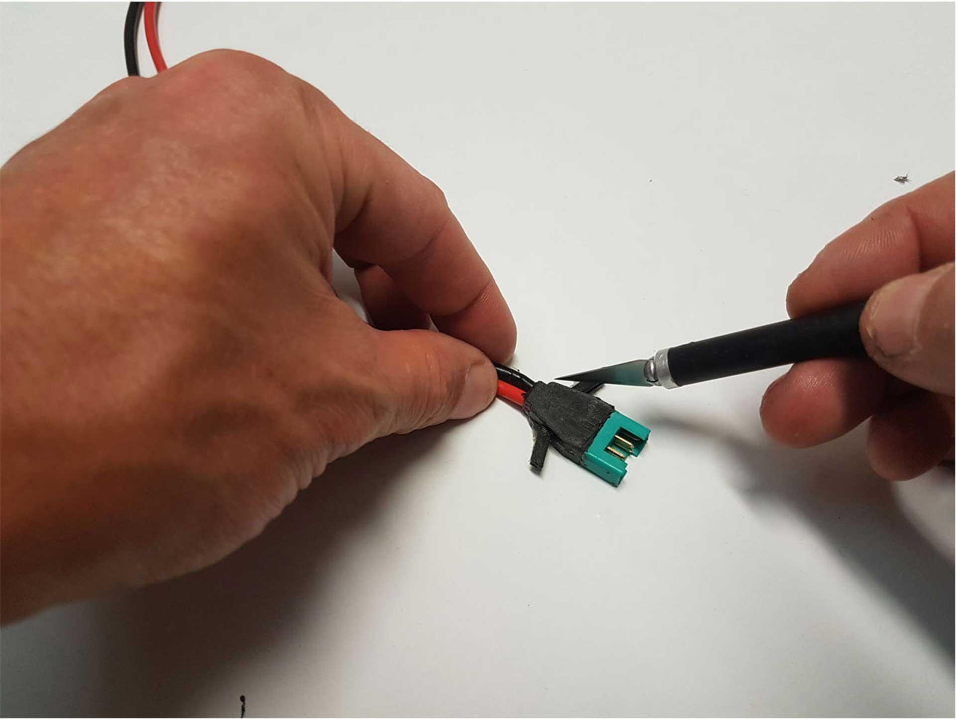 ROBBE CNC GIESSFORM ALU MPX STECKER 6-POL 90°