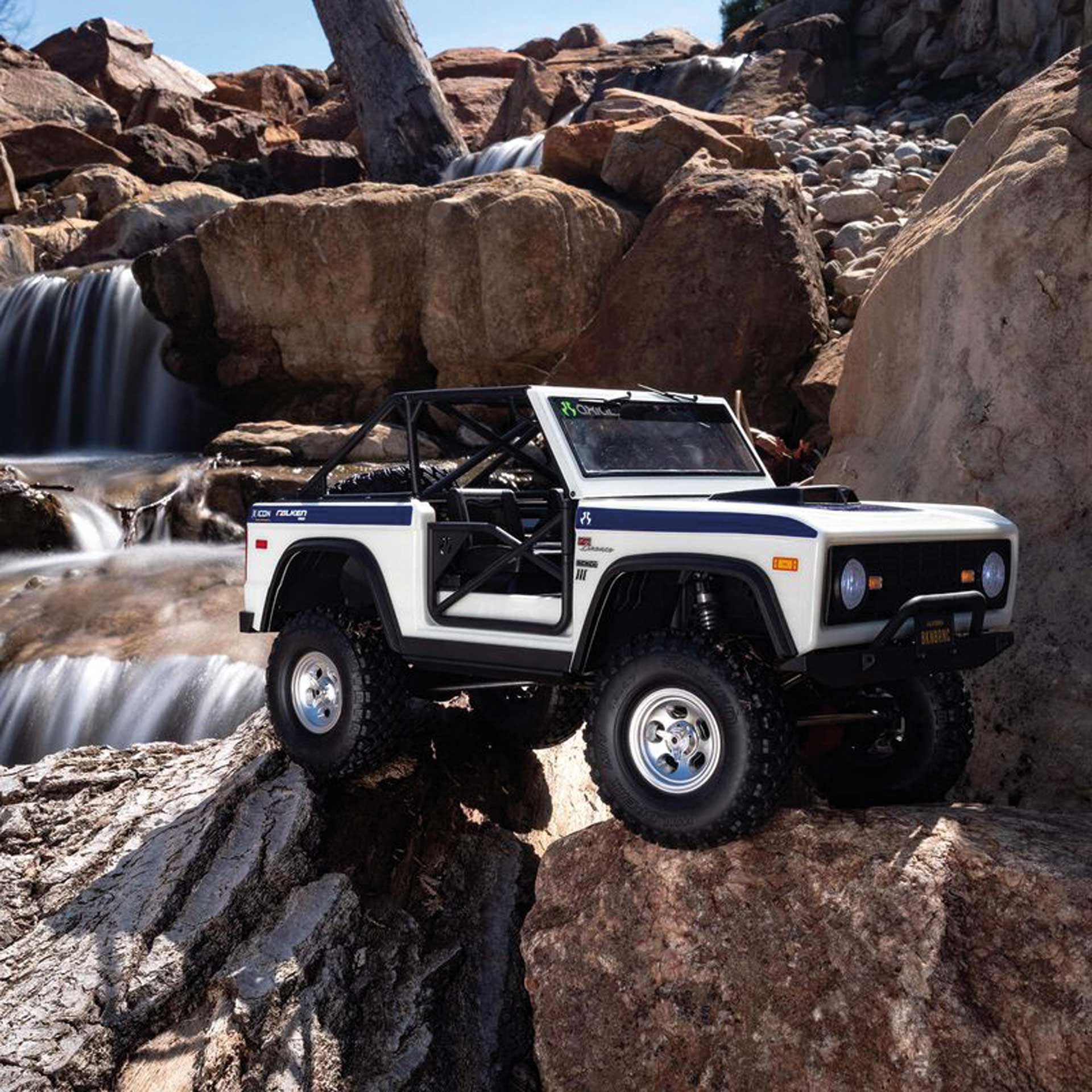 AXIAL SCX10 III Early Ford Bronco 4WD 1/10 RTR Weiß