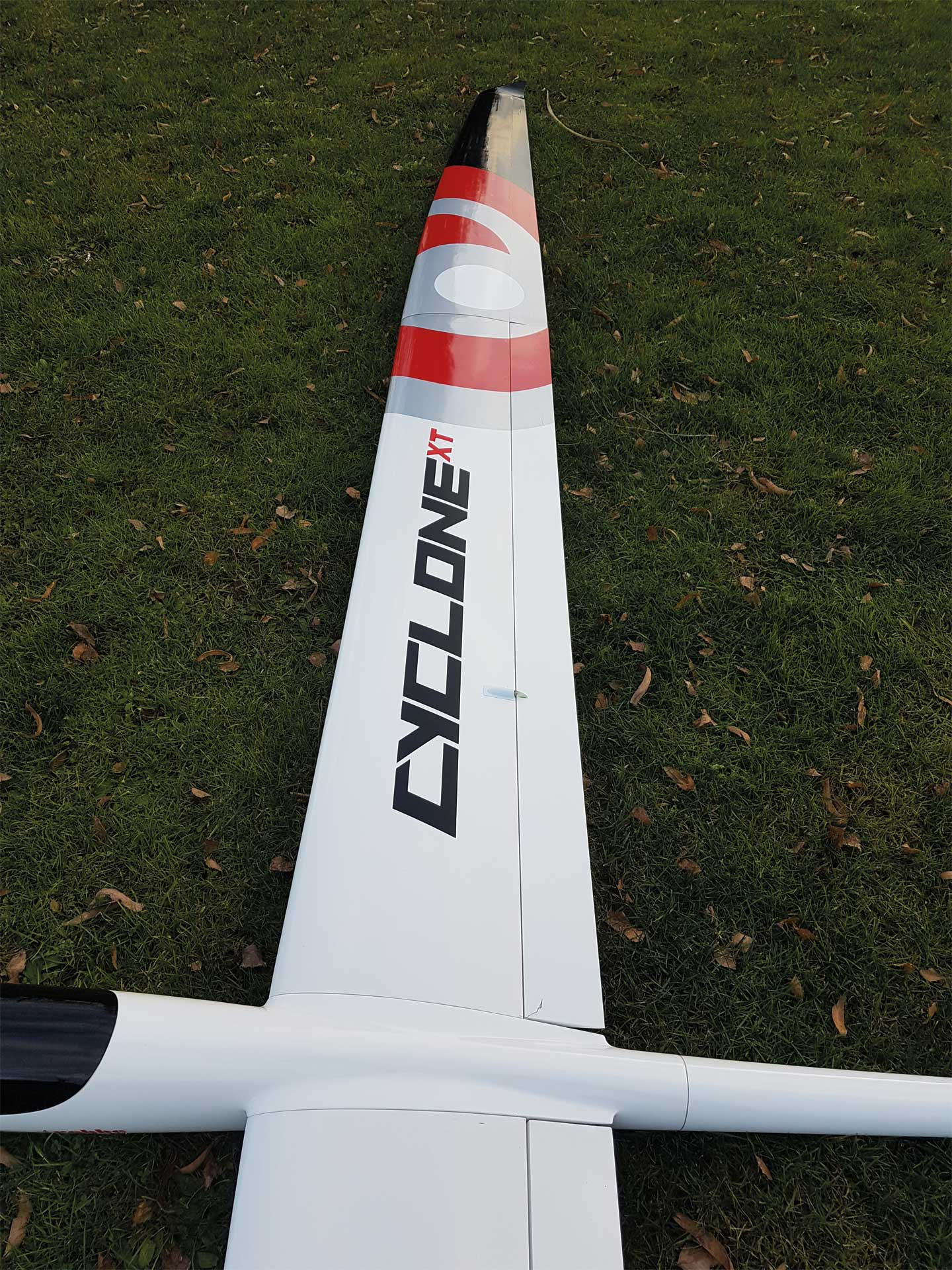 Robbe Modellsport Cyclone XT 6,2M ARF mit GFK Rumpf, 4-tlg Tragflächen mit Abachi-Beplankung