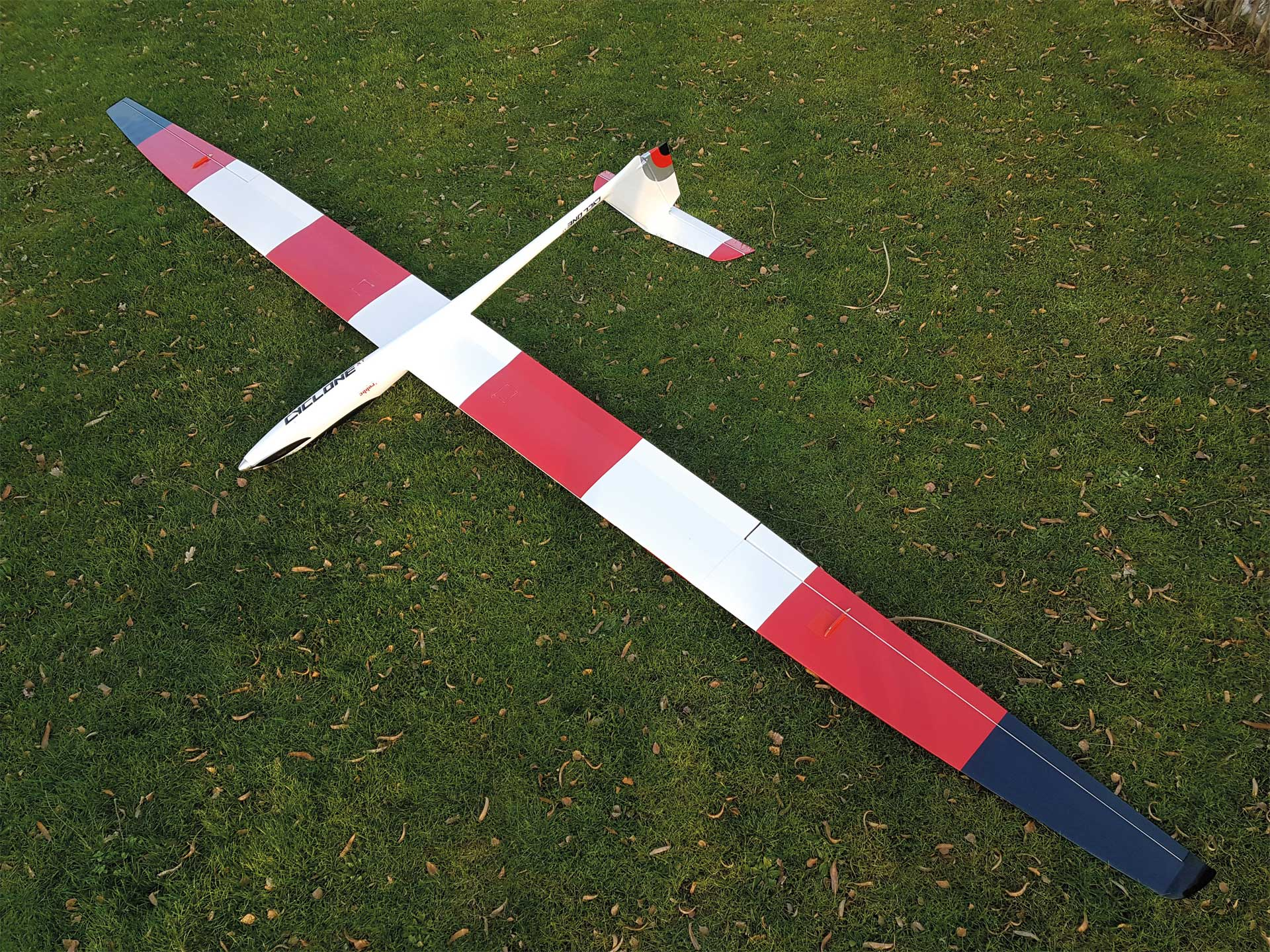Robbe Modellsport Cyclone XT 6,2m PNP mit GDRP FUSELAGE 4-piece wing with abachi planking